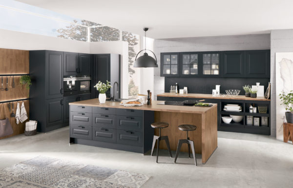 Nobilia Sylt Kitchen in Lacquered Black with warm wood tones and island